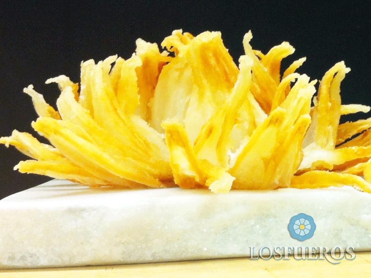 Flor de cebolla, ensaladilla de bonito escabechado y mahonesa de salmorejo - Paul Ibarra - Los Fueros